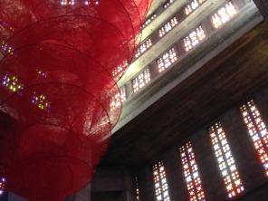 Sculpture-chiharu-shiota-vitraux